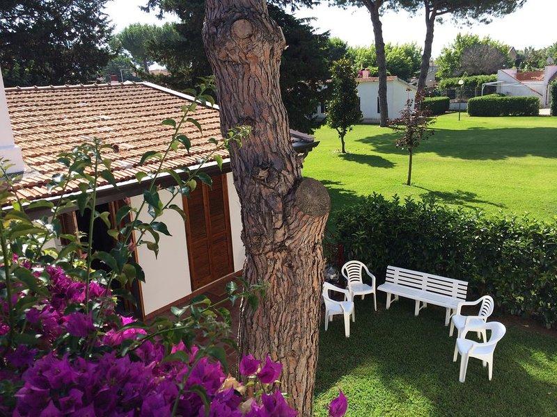 Villetta singola in Magna Grecia con giardino privato e piscina condominiale, holiday rental in Laura