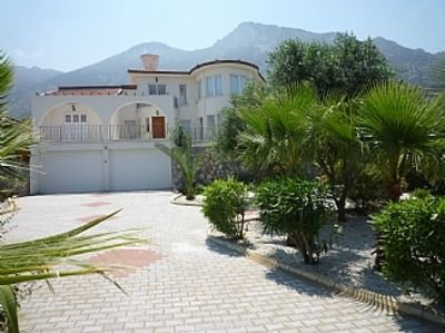 Villa with Private Pool, Sea and Mountain Views, holiday rental in Kormakitis