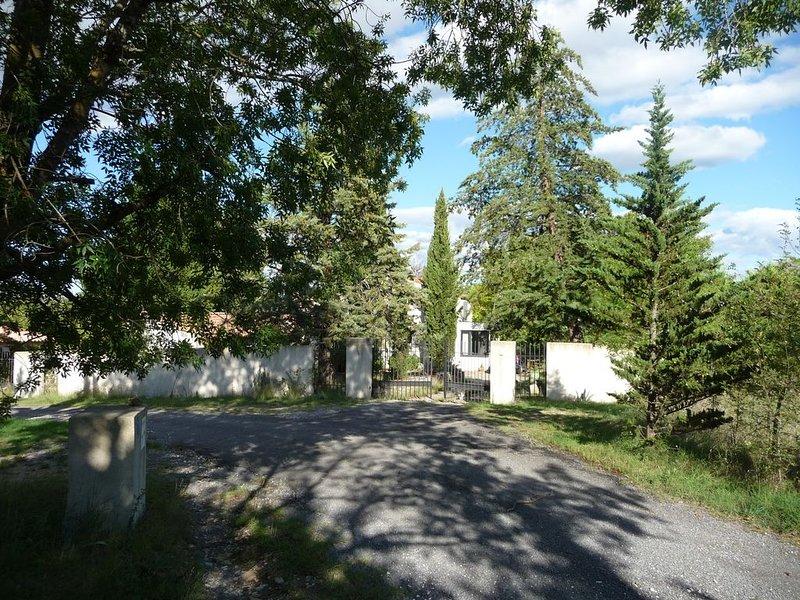 Maison familiale pour séjour dans la vallée de la Céze, aluguéis de temporada em Saint-Julien-de-Cassagnas
