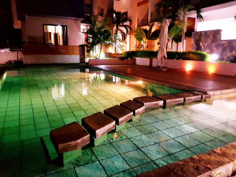 MODERNE APT 3 CHAMBRES VUE SUR MER PISCINE WIFI, vacation rental in Flic En Flac