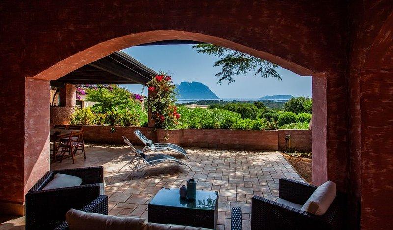Villa Kalè in Costa Corallina: 6pax, wifi, vista panoramica, holiday rental in Olbia