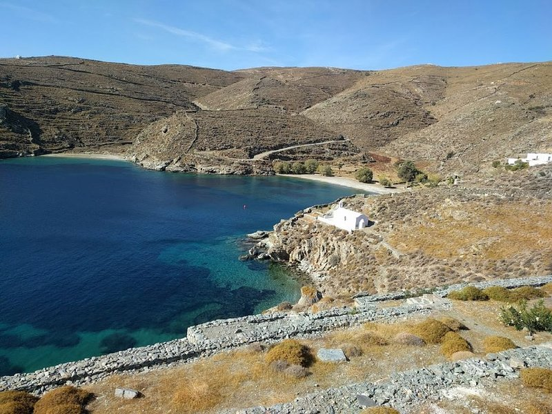 Beach Front House At Potamia, Kythnos Island, holiday rental in Loutra