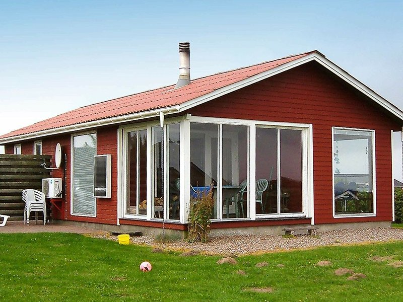 Cozy Holiday Home in Lemvig with Ocean-view, location de vacances à Ydby