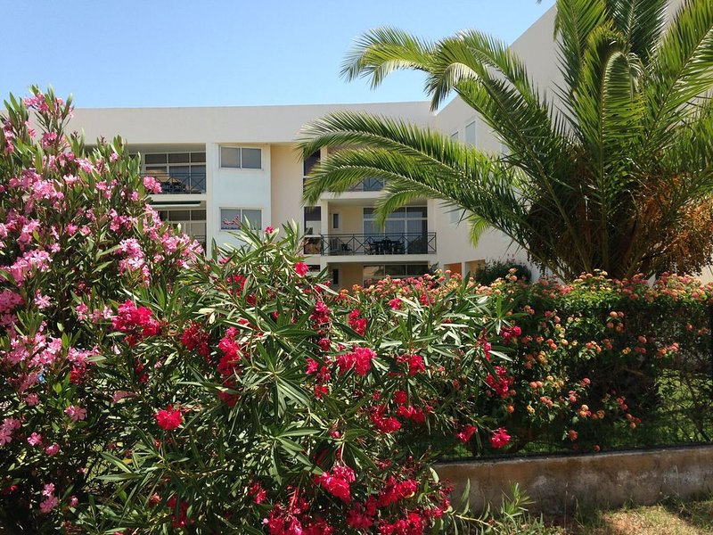 Two bedroom lovely apartment within walking distance of Millennium Golf, vacation rental in Vilamoura