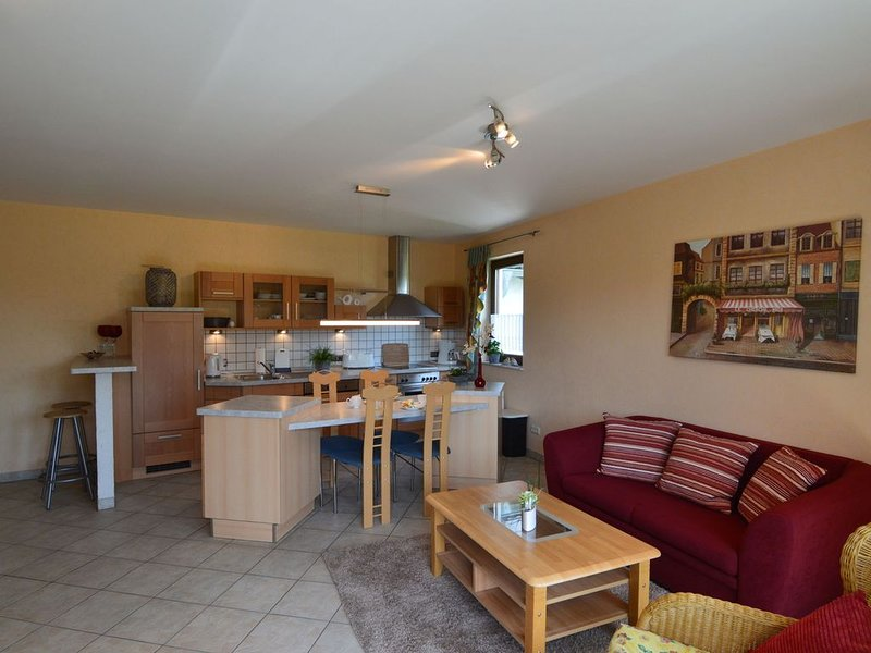Cushy Apartment in Nohn with Terrace, Garden, BBQ, Heating, holiday rental in Kottenborn