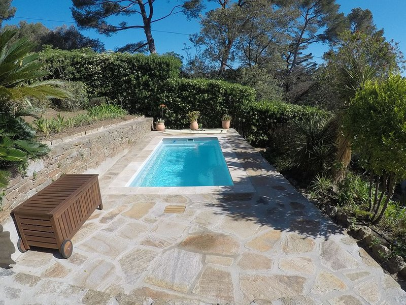 Pool of 10 m2 heated to 27 degree