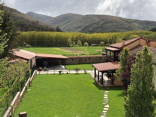 Casa rural (alquiler íntegro) Rincón de Luna para 7 personas, holiday rental in Buiza