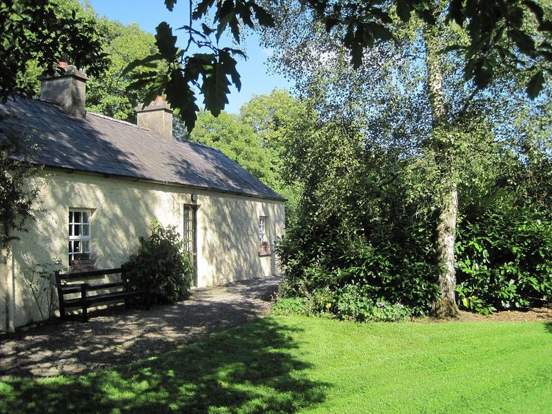 200 Year Old Riverside Gate Lodge, vacation rental in Kells