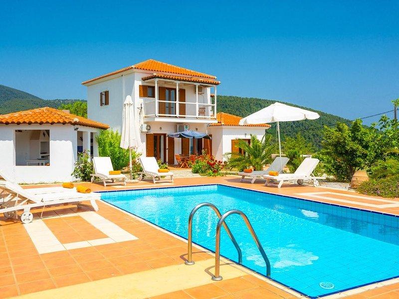 Villa Glafki: Large Private Pool, Sea Views, A/C, WiFi, vacation rental in Skopelos