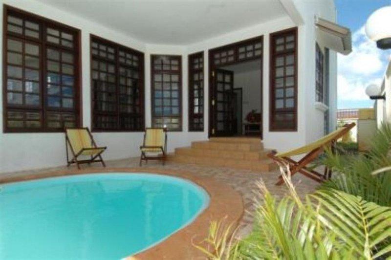 villa  individuelle  avec jacuzzi. Le  tarif comprend petit dejeuner et diner, holiday rental in Pointe Aux Piments