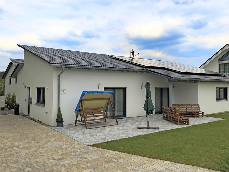 Holiday home with garden and terrace in Bodenwöhr, in the Upper Palatinate close, location de vacances à Upper Palatinate