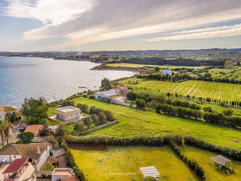 Calabernardo Home: appartamento a 10 metri dal mare, holiday rental in Piccio