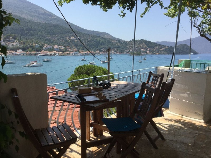 ' Vathi View. Traditional Greek house with stunning views over the Bay of Vathi., holiday rental in Ithaca