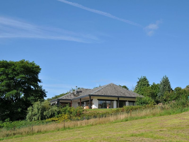 Cozy Holiday Home in Somme-Leuze with Sauna, holiday rental in Heure