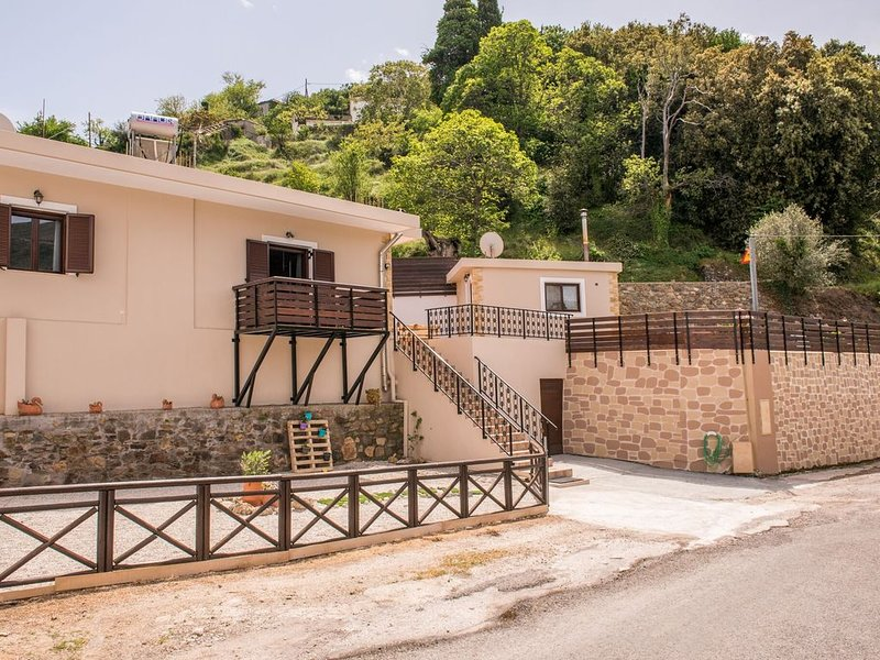 Marika Traditional Home is situated in Élos with mountain views., vakantiewoning in Elafonissi