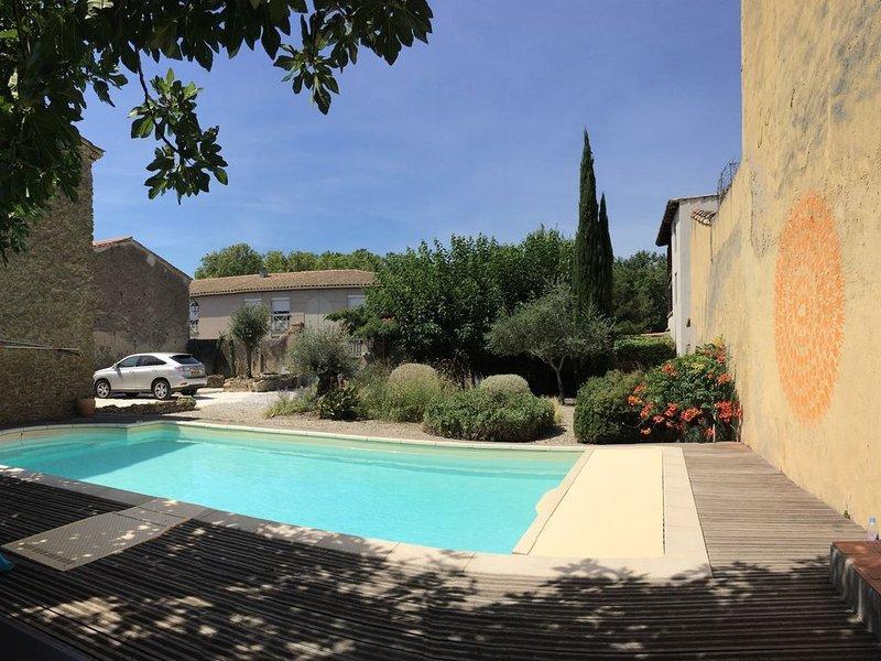 Farm House below Castle with pool, garden and parking., casa vacanza a Cavanac