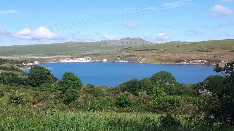 Stunning uninterrupted moorland views over lake and Rough Tor, location de vacances à Camelford