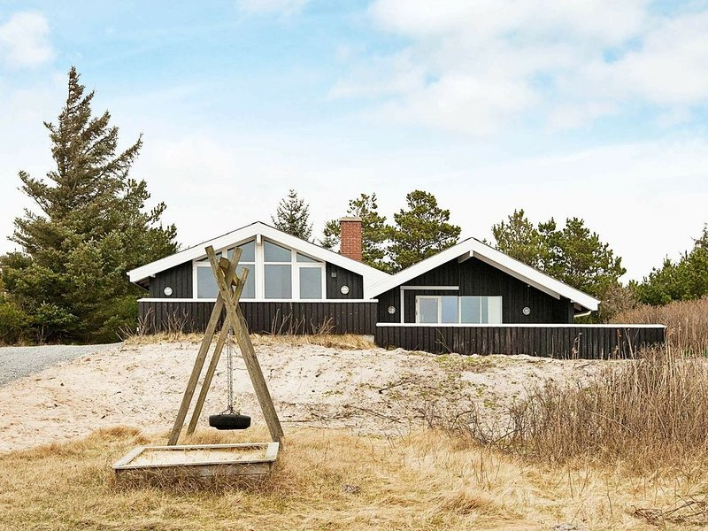 Authentic Holiday Home in Blåvand with Sauna – semesterbostad i Blaavand
