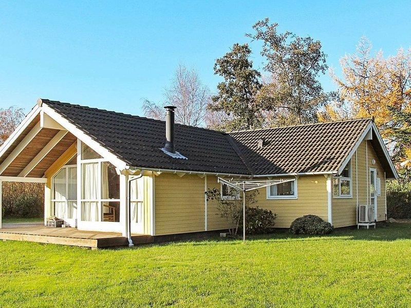 Cozy Holiday Home in Bogø By with Sauna, location de vacances à Bogoe
