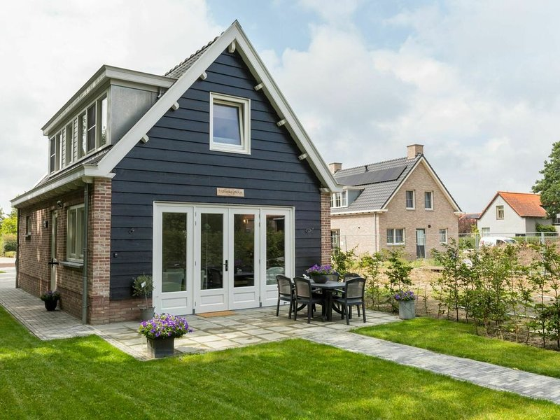 Holiday home with beautiful views over the polder landscape, 4.5 km from the sea, holiday rental in Aagtekerke