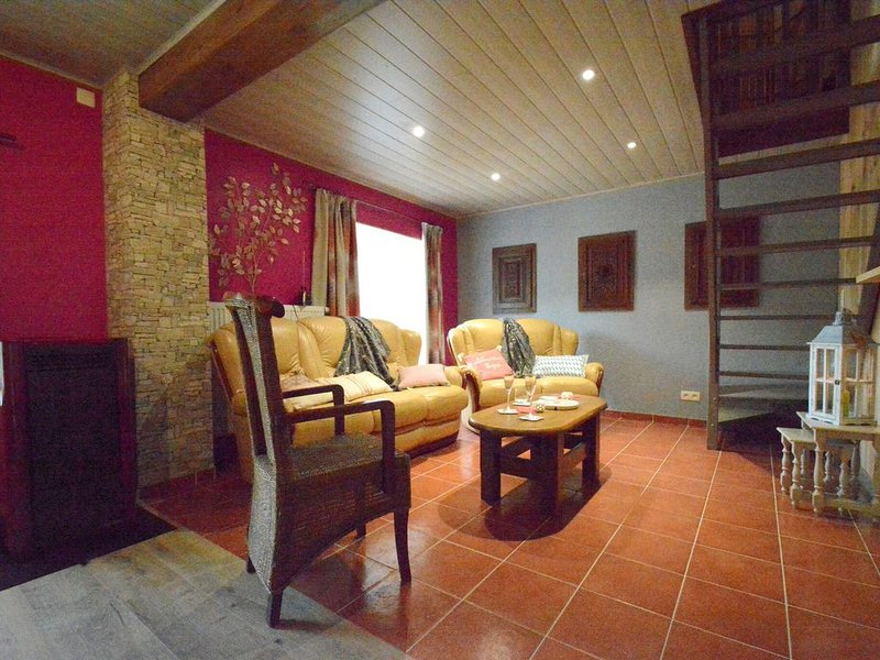 Cozy Holiday Home in Houffaliz with  Garden, location de vacances à Ortho