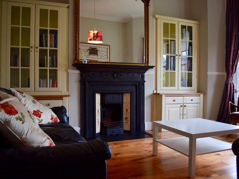 3 Bedroom Cottage Near Botanical Gardens, holiday rental in Castleknock