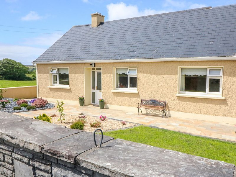 Sea View Hideaway, LAHINCH, COUNTY CLARE, holiday rental in Lahinch