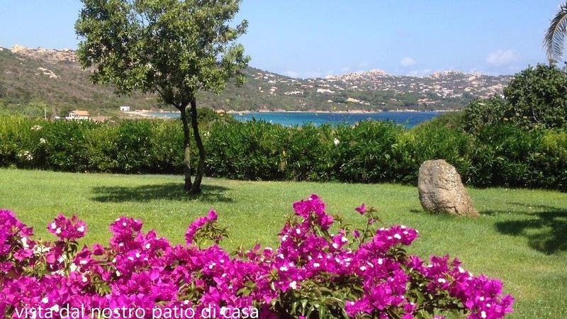 Alloggio con terrazza vista mare affacciato sull'incantevole baia Porto Raphael, holiday rental in Palau