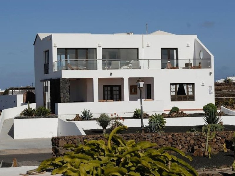 Tranquility, Sun and Wonderful Views!, holiday rental in Las Brenas