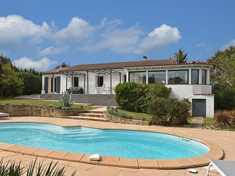 Modern Villa in Malves-en-Minervois with Private Pool, holiday rental in Conques-sur-Orbiel
