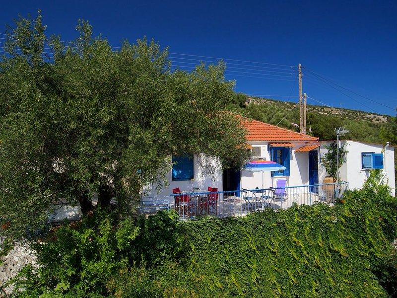 ** Auntie's Cottage with Panoramic Views near Agia Efimia and Myrtos beach **, aluguéis de temporada em Makriotika