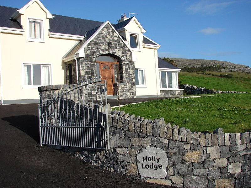 Luxurious Holiday Home with Wifi in the Heart of the Burren, Ballyvaughan., location de vacances à Ballyvaughan