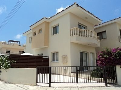 Detached Villa With Private Pool Close To All Amenities - WiFi included, vacation rental in Paphos