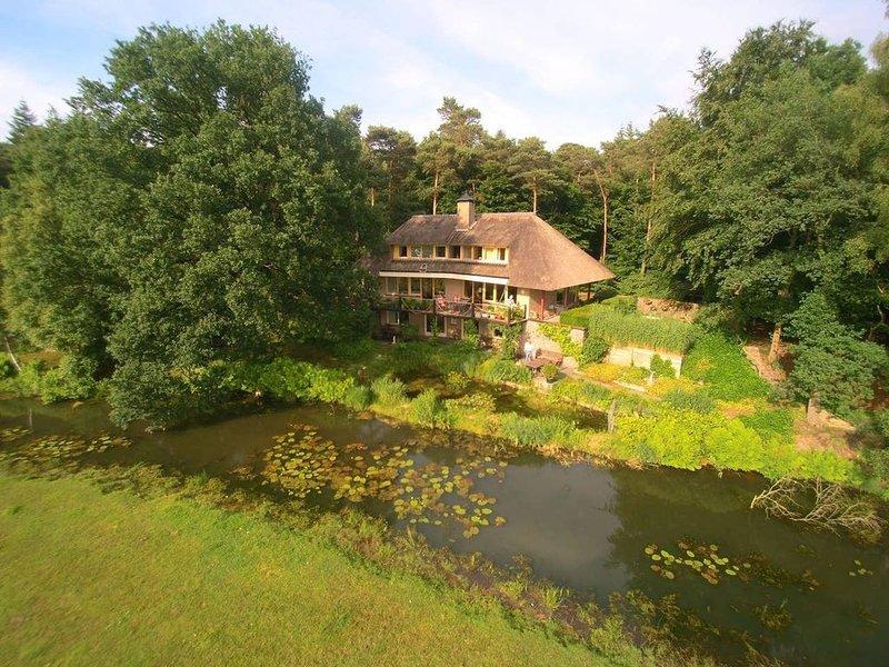 Geheel landhuis, in  bosrijke natuur  gelegen met uitzicht over weilanden., alquiler vacacional en Dedemsvaart