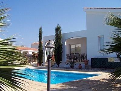 Single Storey Villa, Short Walk To  Beach, Private Pool, Wifi, Sat TV, Peaceful, holiday rental in Kissonerga