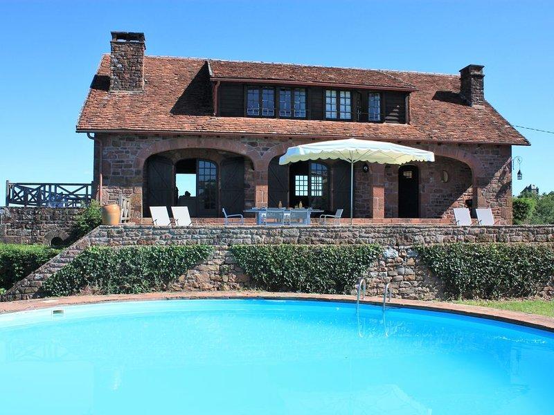 Maison en pierre avec piscine et vue magique à 360°., holiday rental in Le Pescher