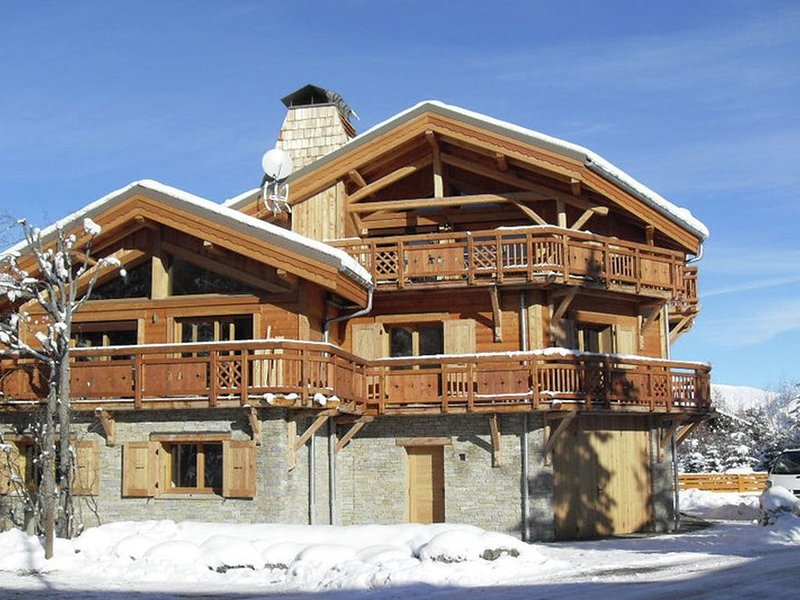 Beautiful chalet with a fireplace only 50m from the slopes, alquiler vacacional en Mont-de-Lans
