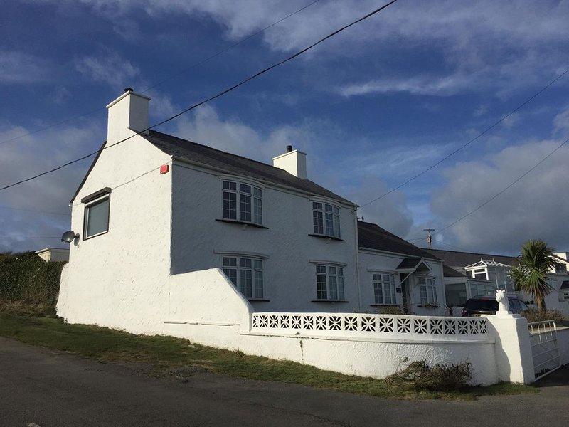 Luxury Farmhouse - Porthdafarch  - Sea Views, 150m from Beach, Wood-burners, vacation rental in Holyhead