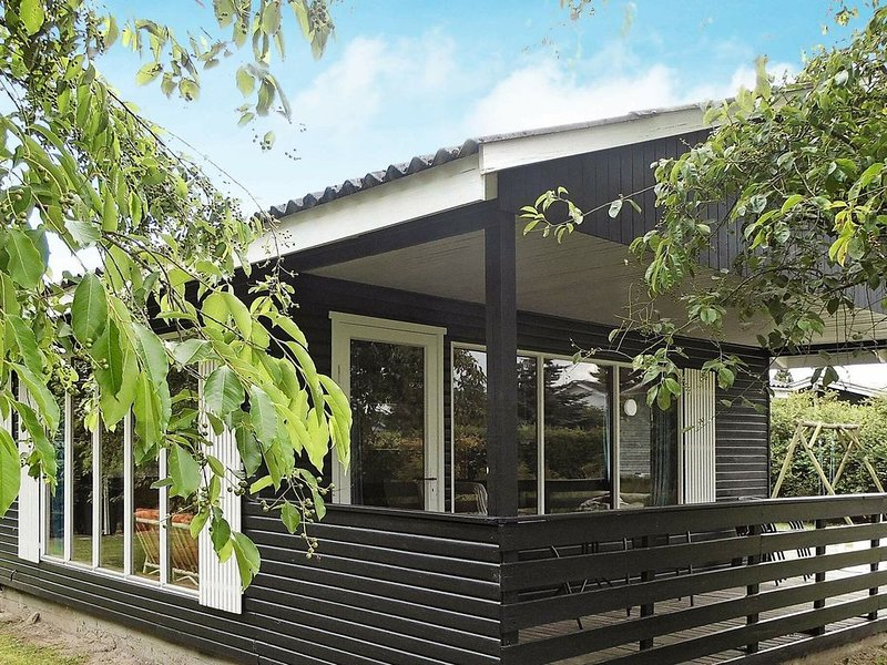 Cozy Holiday Home in Nordborg with Terrace – semesterbostad i Varnaes