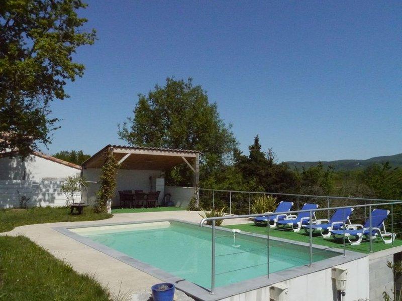 PROMO - MAISON NEUVE avec PISCINE proximité Vallon Pont d'Arc, aluguéis de temporada em Berrias et Castejau