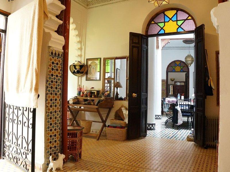 RIAD Maison d'hôtes incroyable dans les hauteurs de la Medina de Tanger., holiday rental in Tangier