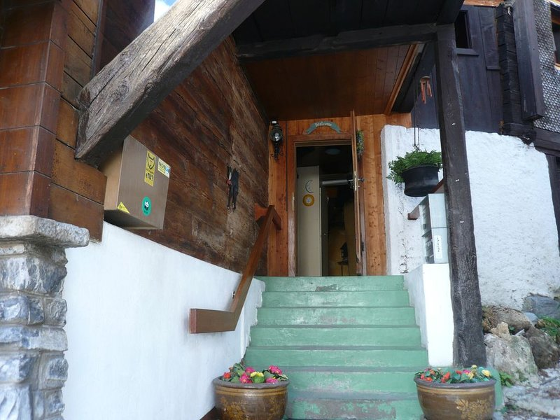 Central charming ancient chalet, vacation rental in Leukerbad