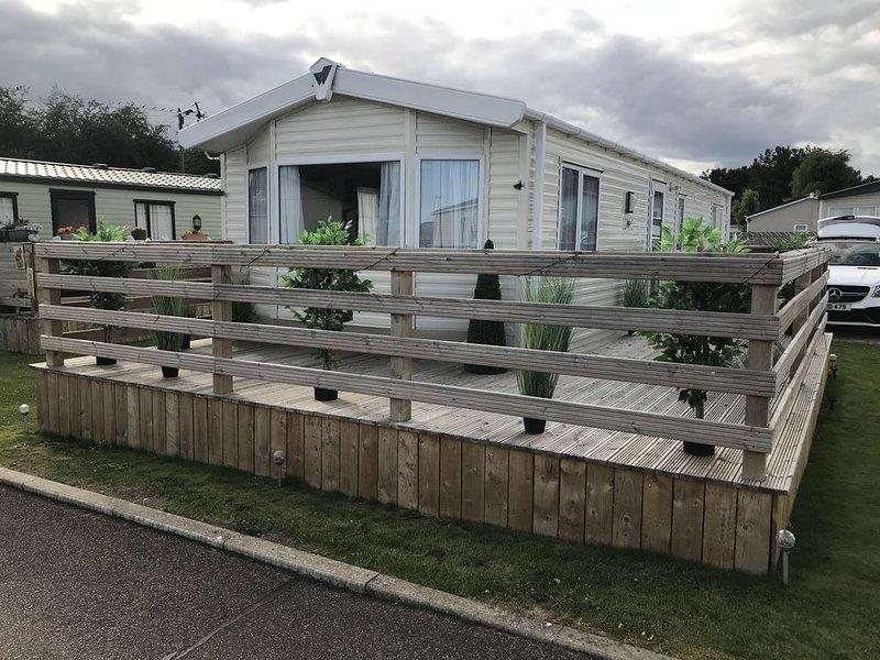 2 bedroom modern caravan in Ladybank, 20 minutes to St Andrews, casa vacanza a Luthrie