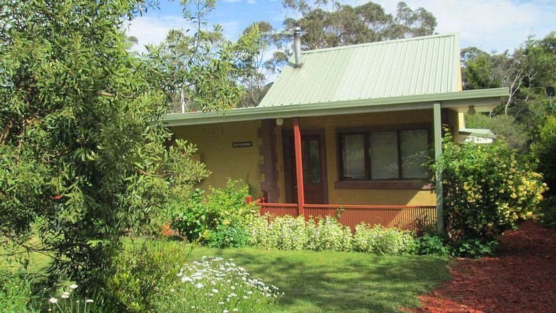 Blue Gum House has spa, slow combustion fire place, dishwasher, BBQ, internet., aluguéis de temporada em Mount Victoria
