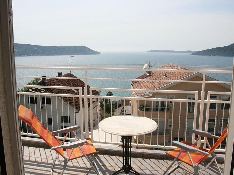 Luxury Apartment in Herceg Novi Old Town with Stunning Views, holiday rental in Meljine