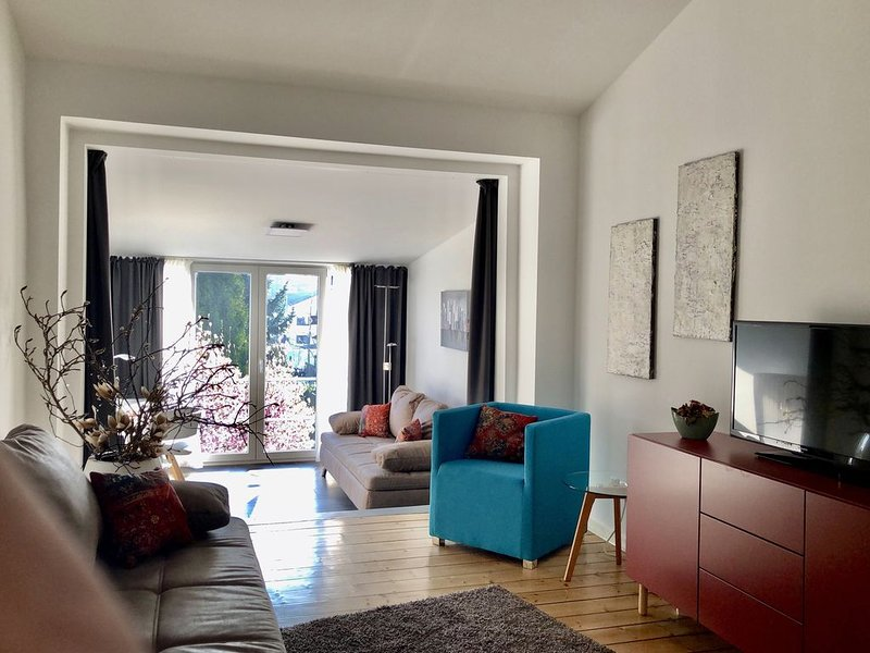 Premium Wohnen - zentral Dachgeschosswohnung für Urlaub und Geschäftsreisen, vacation rental in Hennef
