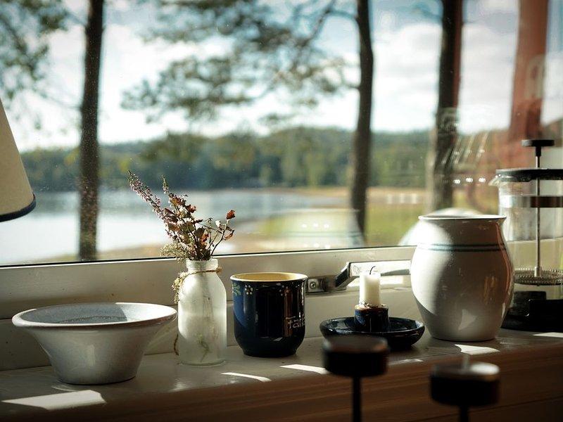 Strandstuga - gemütliches Häuschen für echte Schwedenfans, holiday rental in Alingsas