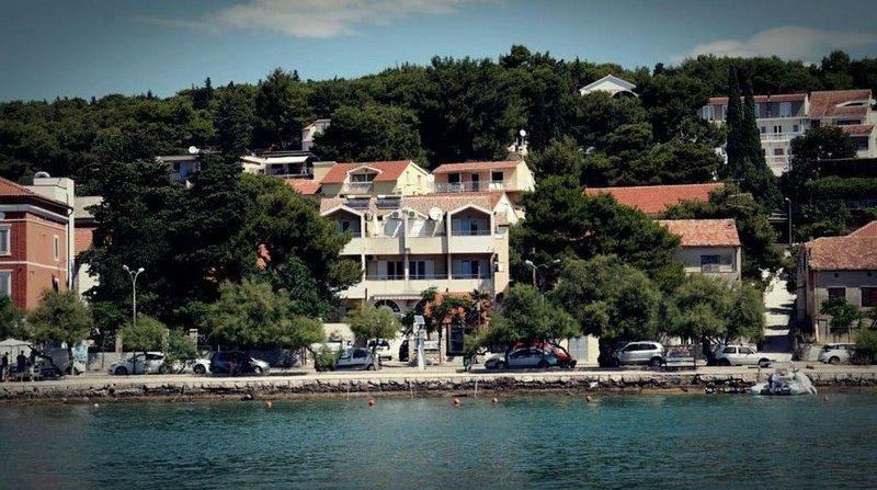 Apartmenthaus Kosirina-Tisno, location de vacances à Tisno
