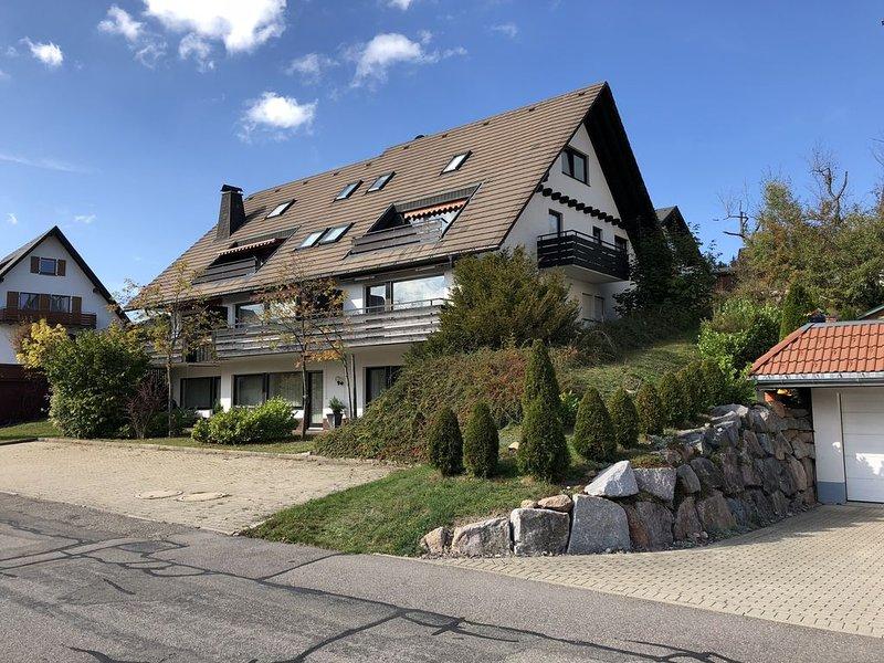 Traumhafte 2,5 Zimmer (85m²) Ferienwohnung direkt in Schluchsee, vacation rental in Schluchsee