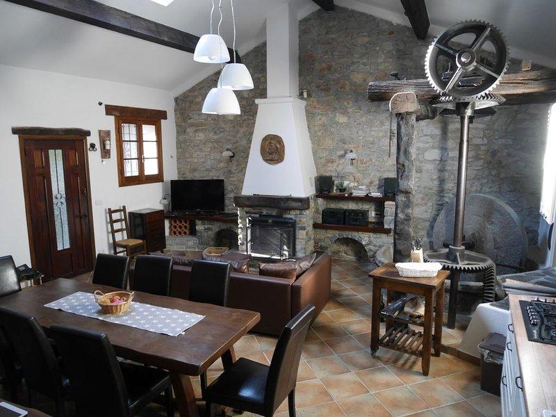 Traumhafte alte Ölmühle in romantischer Lage direkt am Fluss, casa vacanza a Agaggio Inferiore